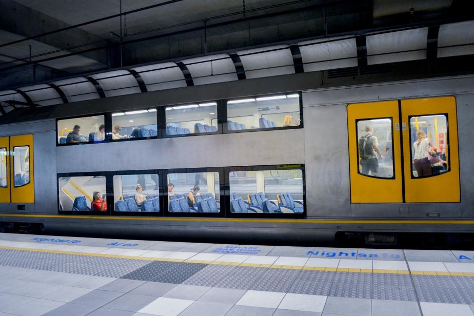 double-decker-train